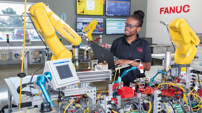 A Gateway Technical College student trains in a cutting-edge Industry 4.0 lab at the college's SC Johnson iMET Center.