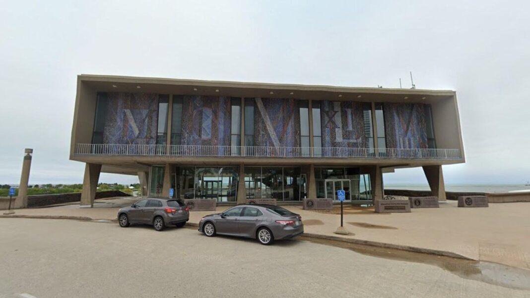Milwaukee County War Memorial Center. Image from Google.
