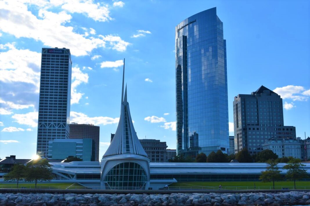 Downtown Milwaukee, with Milwaukee Art Museum in foreground and US Bank Center and Northwestern Mutual tower in background