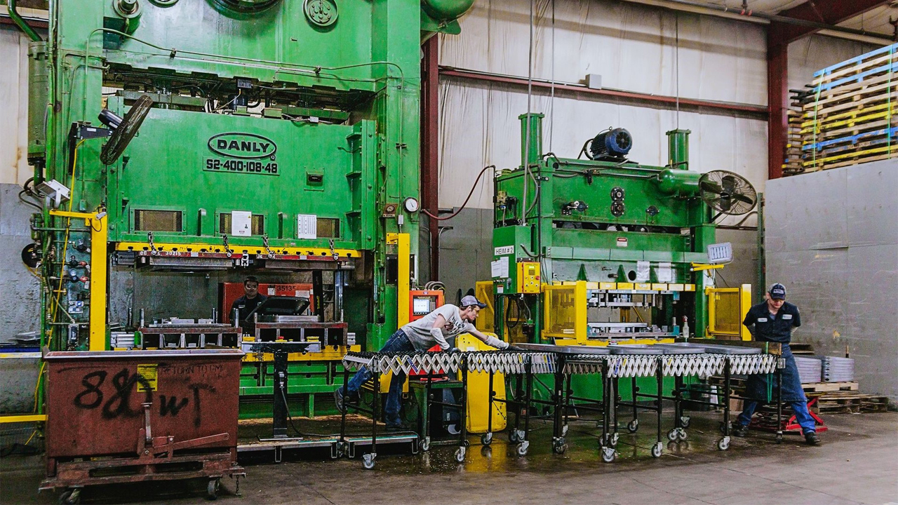 Generac supplier Manitowoc Tool & Manufacturing uses a 660-ton Seyi stamping press to manufacture many of its products.