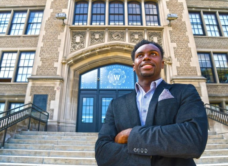 Ranell Washington helps teens get smart about money