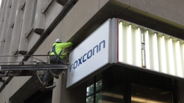 Foxconn Technology Group says it will have more than 500 employees at its North American headquarters in downtown Milwaukee.