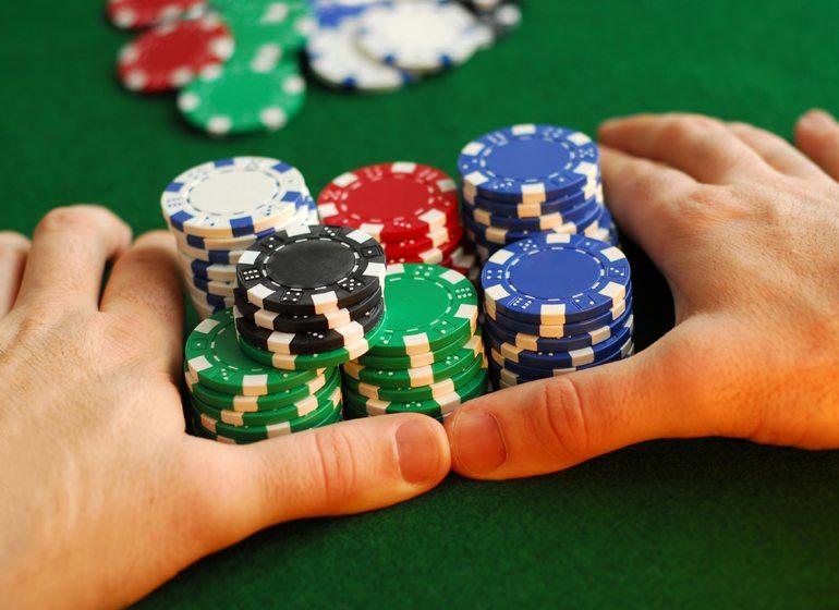 SR-Poker-Chips-shutterstock_2617054