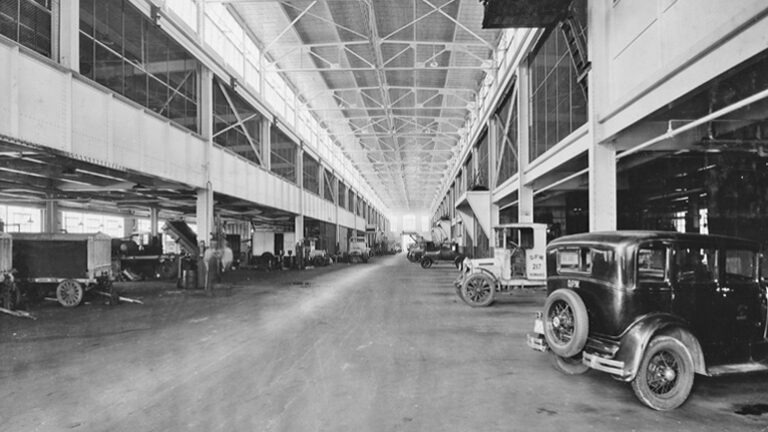 Glance at Yesteryear: Municipal garage