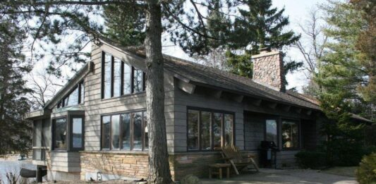 This Powers Lake home was sold for $2.1 million