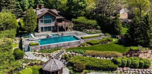 Geneva Lake home purchased by Scott and Joyce Forsythe